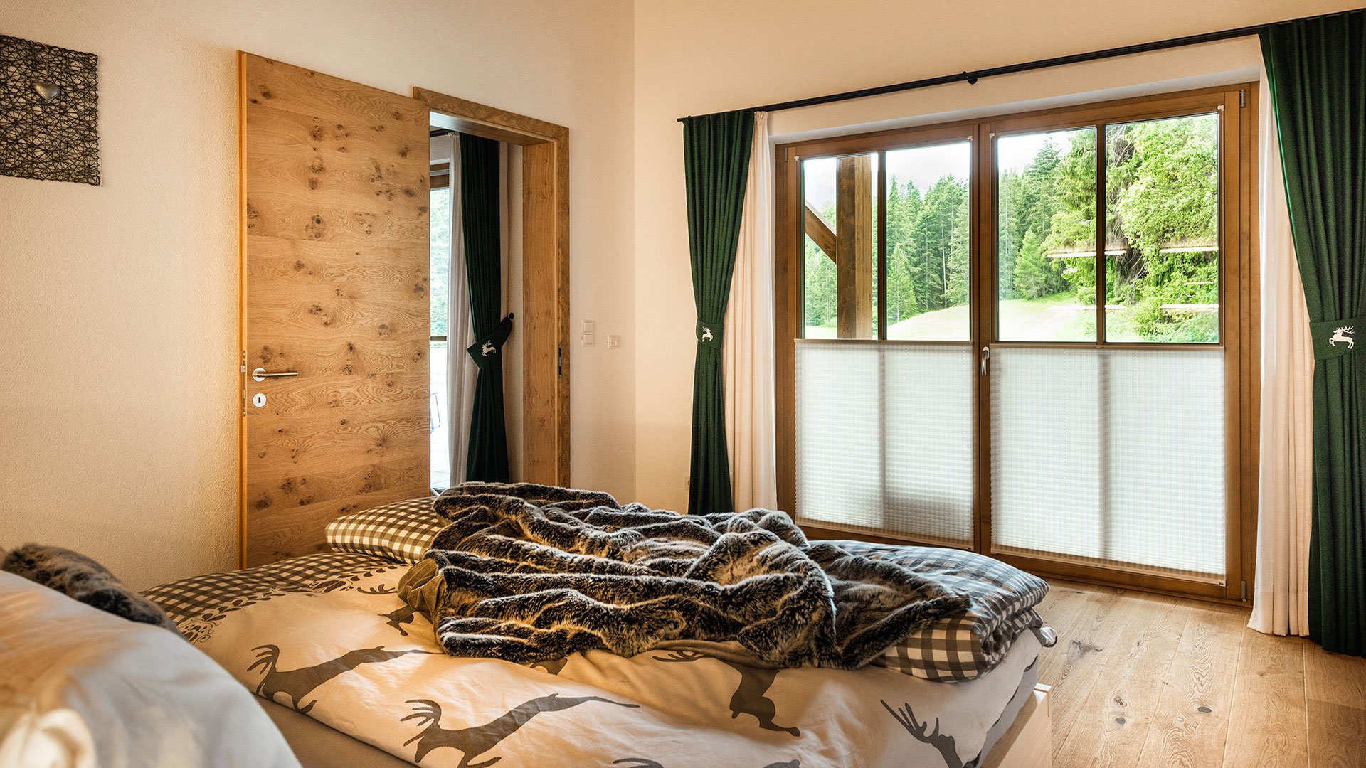 schlafzimmer chalet stil. Black Bedroom Furniture Sets. Home Design Ideas